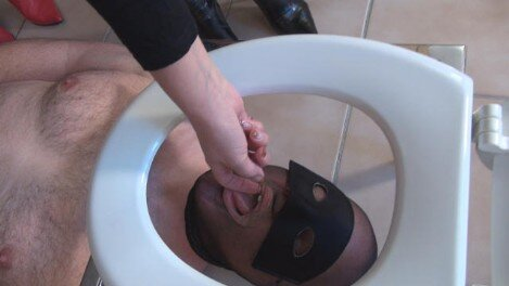 scatqueens-berlin.com update: New Toiletslave for Scatqueens Berlin Part1
